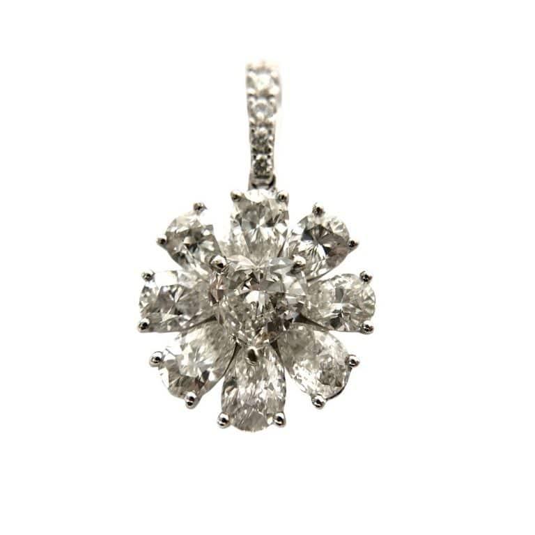 "18KW ""S.Kashi"" Diamond Pendant"